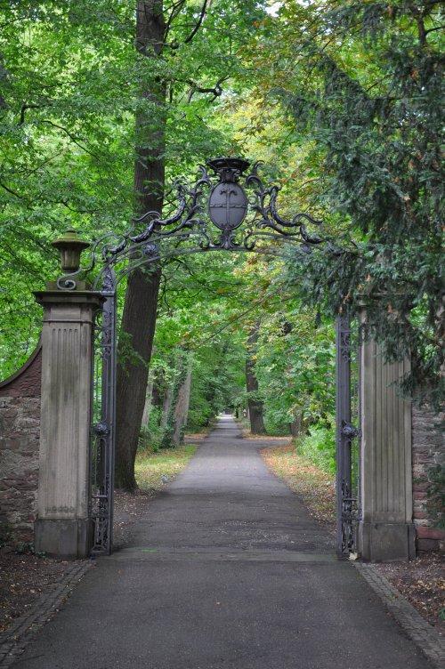 pathway at Schloss Karlsruhe